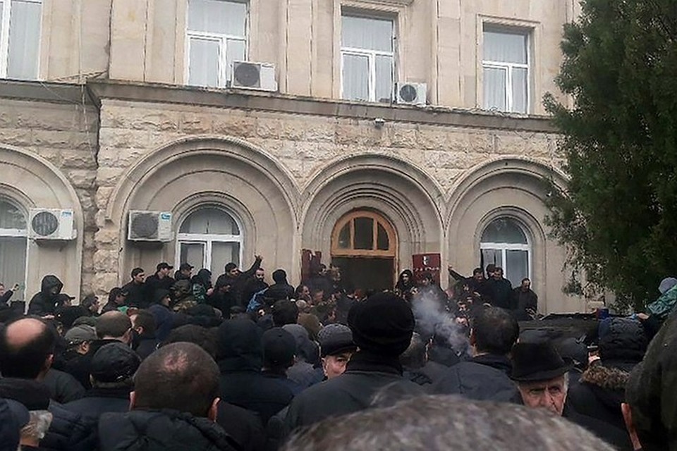 А ведь ничего не предвещало... В Абхазии внезапно началась революция