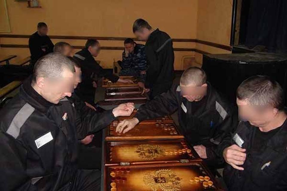 Рязанские заключенные за игрой в нарды. Фото: УФСИН России по Рязанской области.