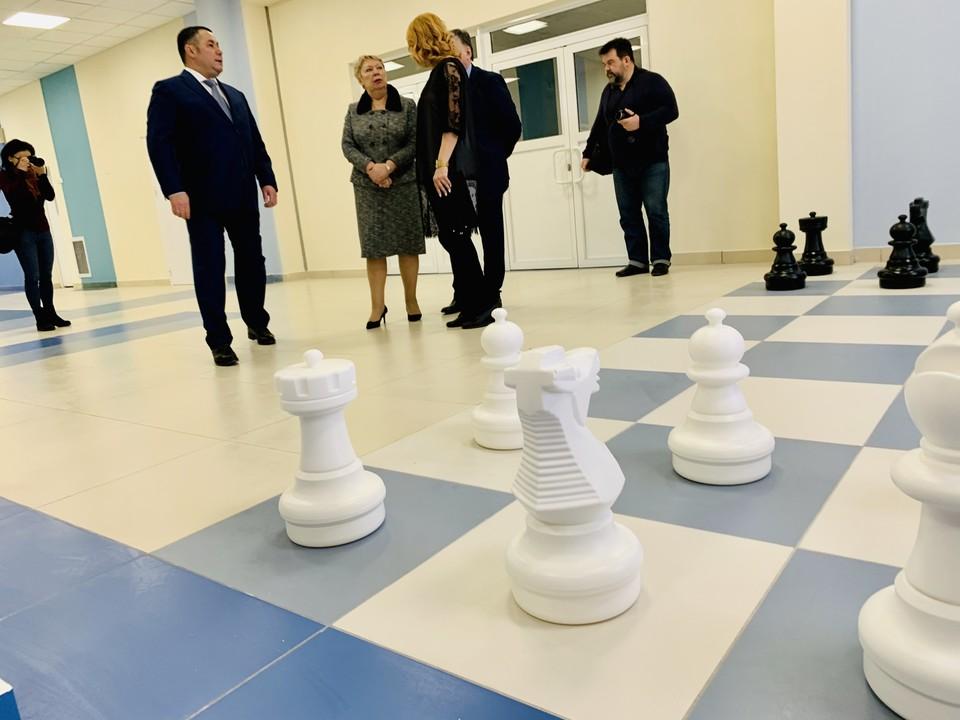 В одной из рекреаций есть гигантские шахматы.