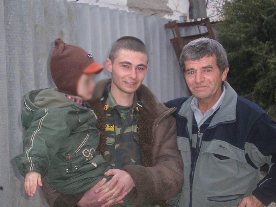 На фото Рустем, Эрвин и сын одной из дочерей бывшего неизвестного. /ФОТО из семейного архива Эрвина Муратова