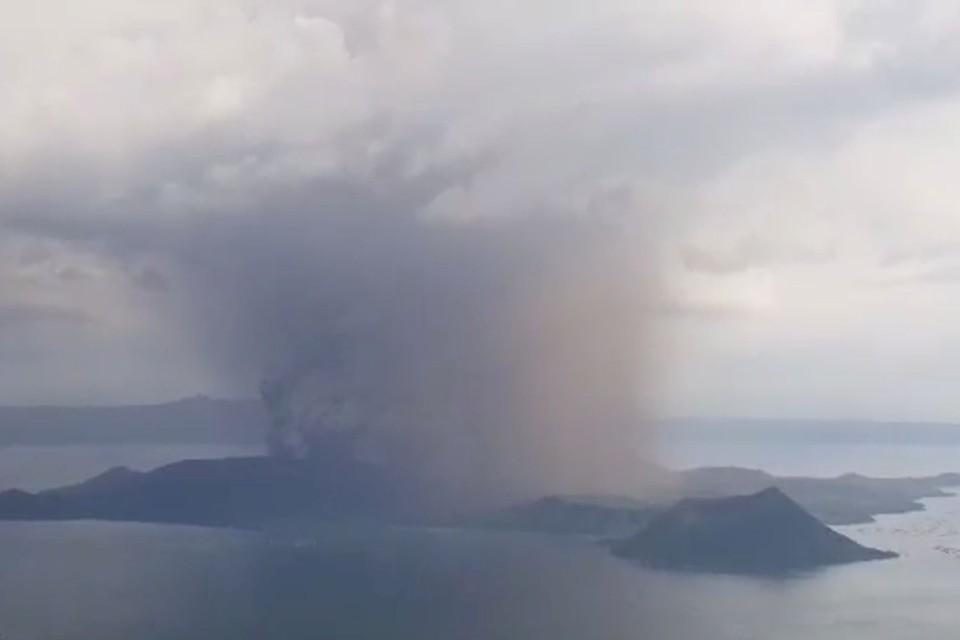 Вулкан Тааль проснулся на Филиппинах, власти начали эвакуацию жителей
