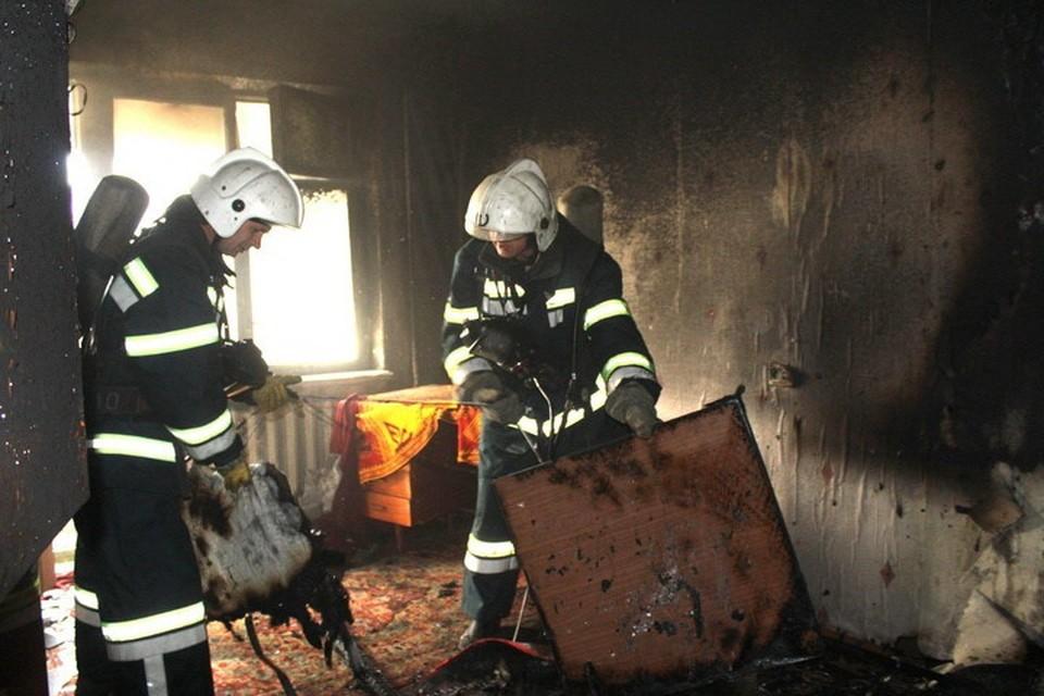 Пьяный житель Алчевска едва не погиб - курил сигарету, сидя на стуле, и уснул. Фото: Пресс-служба МЧС ЛНР