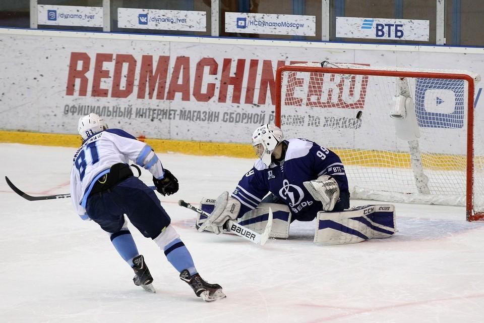 Решающий бросок Георгия Сергеенко. Фото: vk.com/hcryazan_official