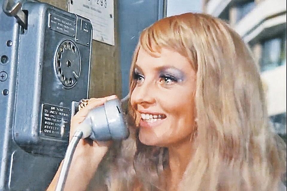Телефоны с диском сейчас можно увидеть разве что в старом кино. Фото: Кадр из фильма