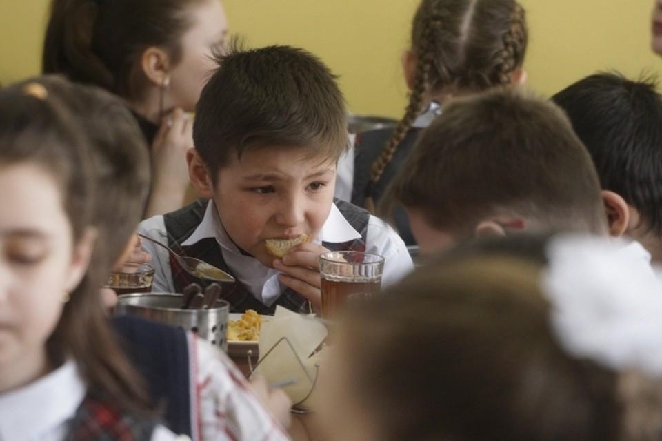 Горячее питание в школах будет бесплатным для малышей.