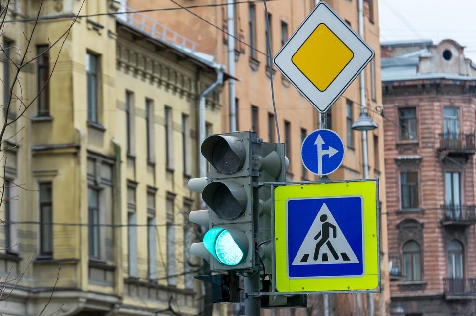 90 лет назад в Петербурге появился первый светофор