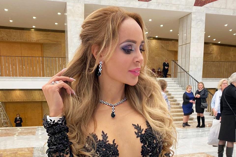 Анна Калашникова выгуляла серьги за 20 миллионов