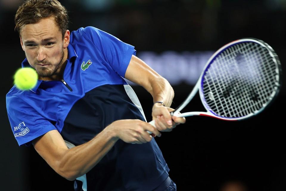 Медведеву пришлось включить повышенную передачу, чтобы выиграть у американца Фрэнсиса Тиафо