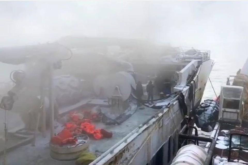 Первые часы после задымления на борту траулера «Энигма Астралис». Фото: print screen видео