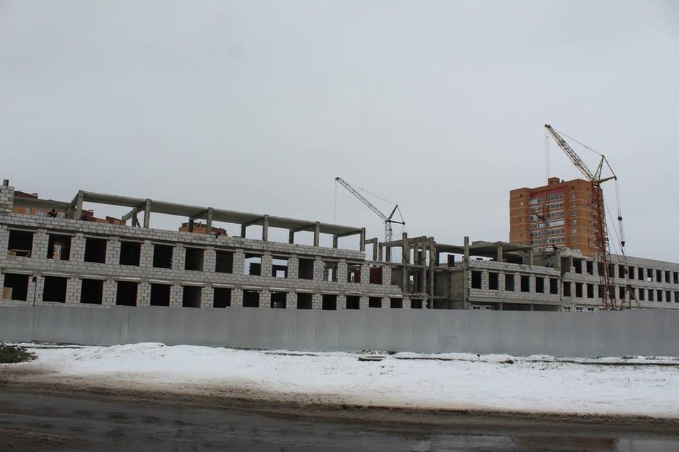 Школа в микрорайоне Степной Старого Оскола строится строго по графику. Фото пресс-службы администрации Старооскольского городского округа