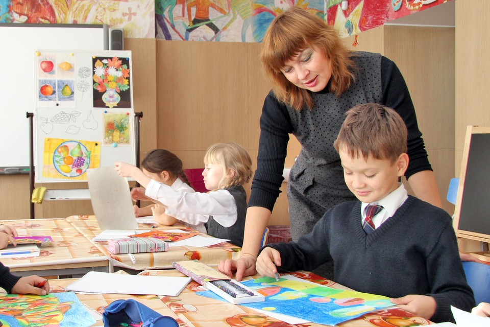 Урок рисования в школе.