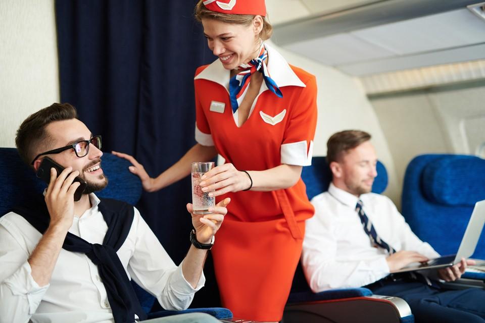 Экс-бортпроводница крупной российской авиакомпании написала юмористическую книгу о своих похождениях