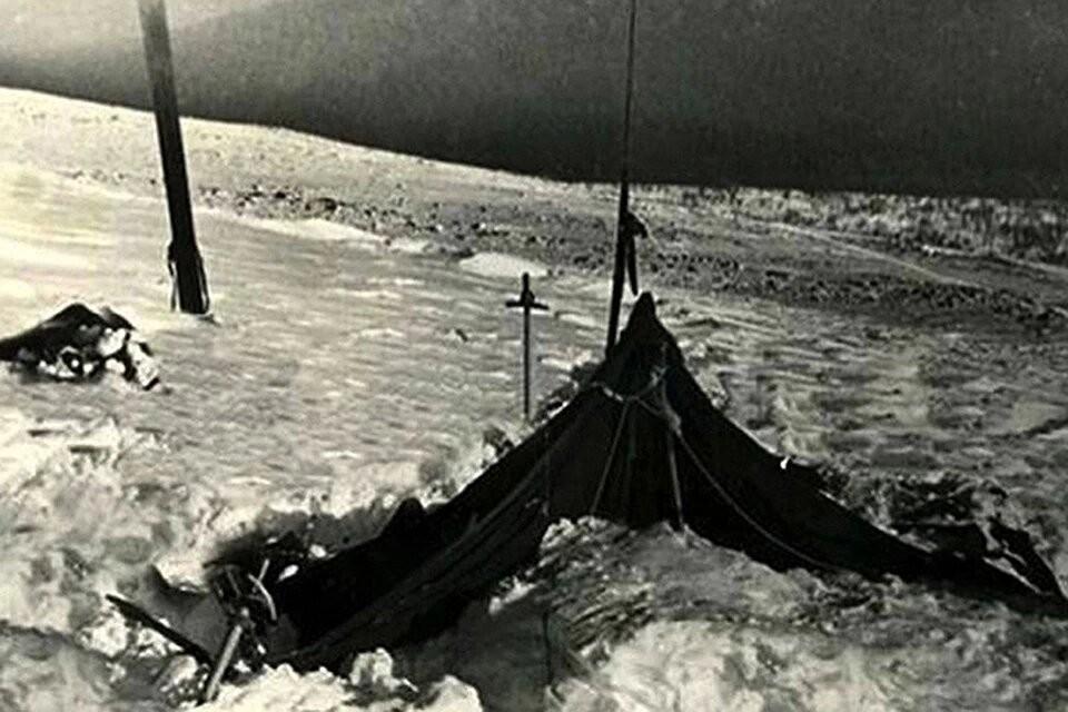 Палатка, покинутая туристами группы Дятлова. ФОТО из архива фонда памяти группы Дятлова.