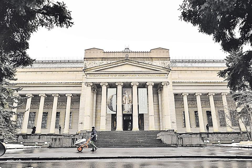 Сейчас в главном здании, помимо основной экспозиции, можно посмотреть выставку Томаса Гейнсборо (продлится до 1 марта).
