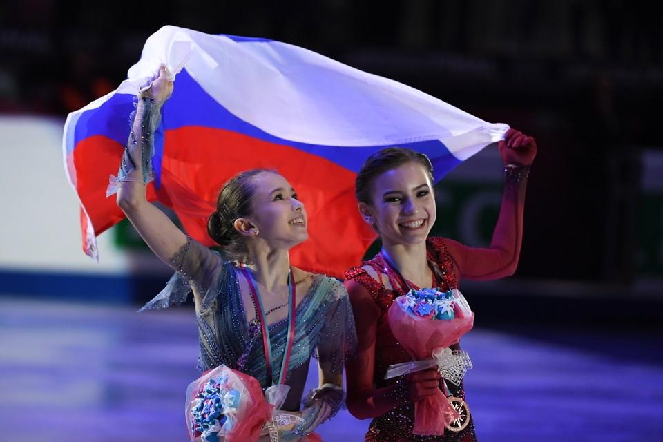 Камила Валиева (слева) выиграла Финал юниорского Гран-при, Дарья Усачева (справа) стала третьей. Теперь девушеки ждет противостояние на первенстве России