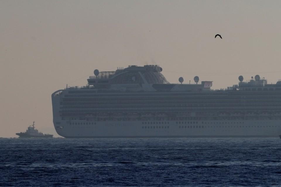 Круизный лайнер Diamond Princess с 3 февраля находится рядом с портом Йокогама