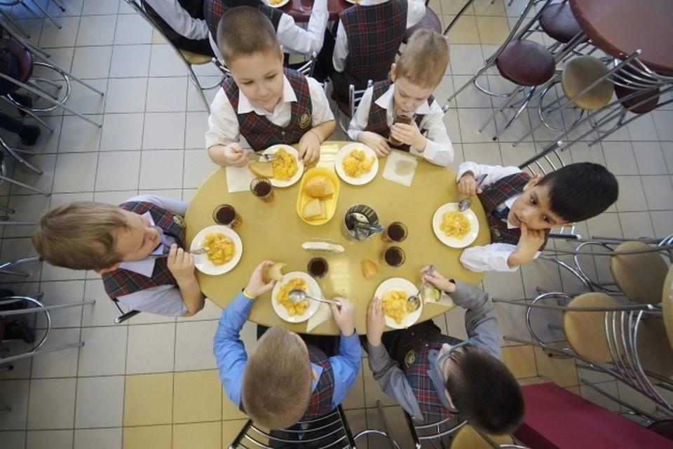 Родители признаются: иногда полноценно ребенок питается только в школе.