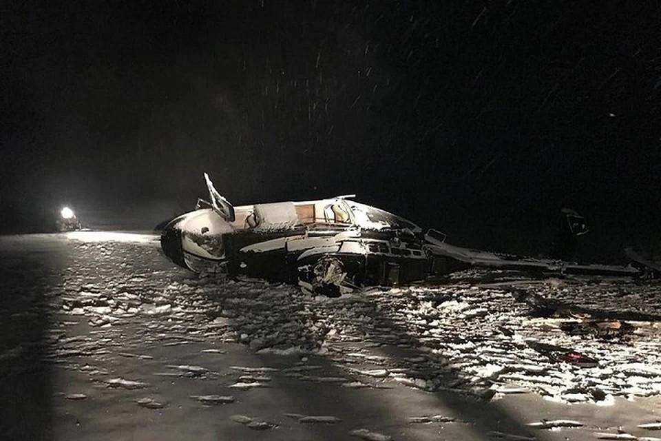 От удара об лед вертолет получил серьезные повреждения.