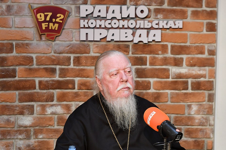Священник пришел на большое интервью на Радио «Комсомольская правда»