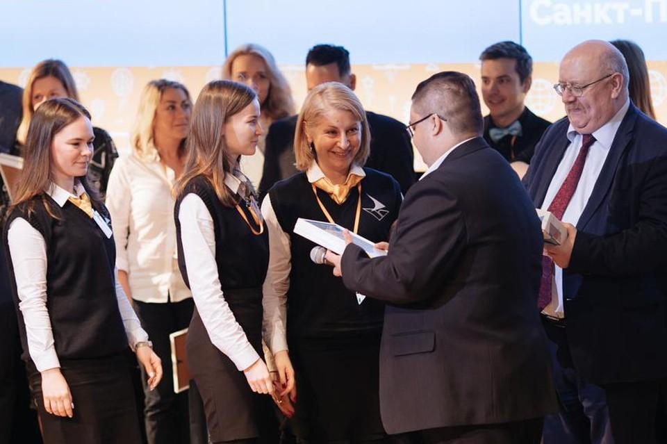 Вручение памятных призов командам, прошедшим в финал конкурса.