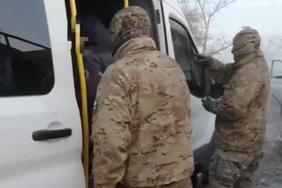 Утром 18 февраля подростков задержали сотрудники ФСБ. Фото: Оперативная съемка