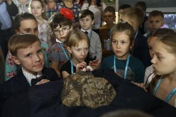 «Моя дочь видит будущее»: как живут дети, родившиеся в день падения метеорита в Челябинске