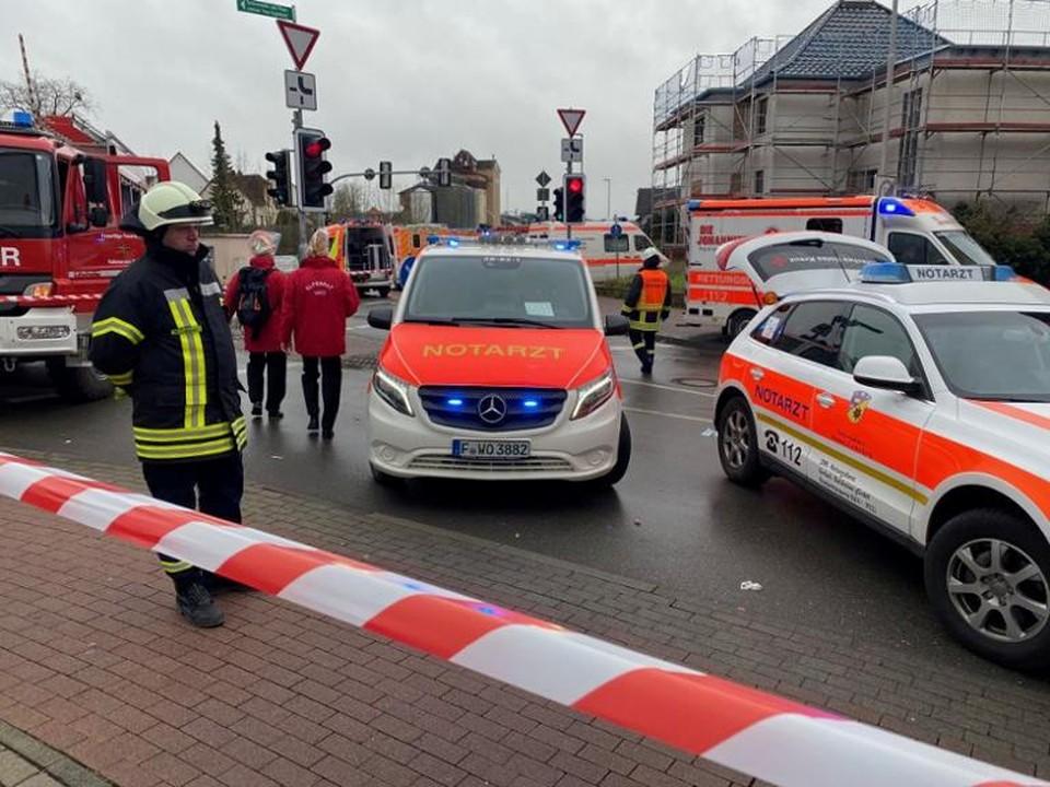 Водитель умышленно протаранил толпу на фестивале Розенмонтаг в немецком городе Фолькмарзен, однако речь не идёт о теракте