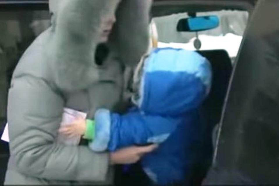 Ребёнка эвакуировали вместе с машиной