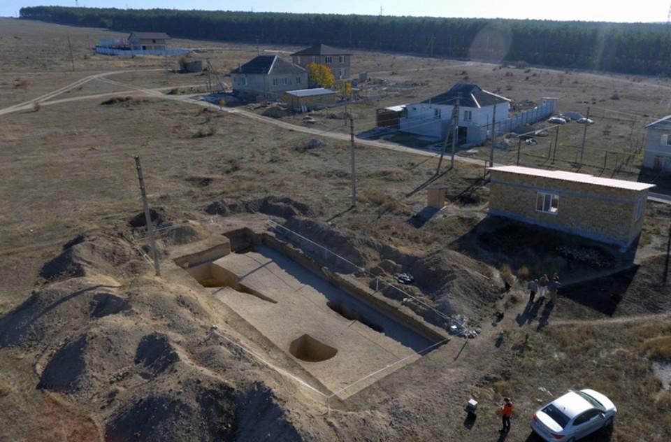 На территории могильников построили несколько домов. Фото: Институт археологии Крыма РАН