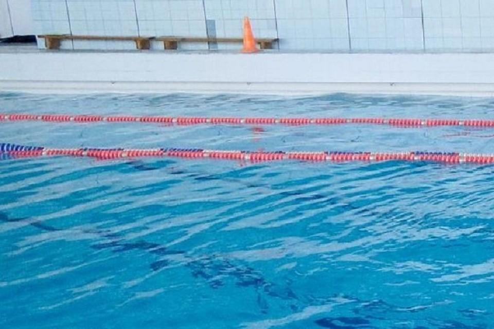 Во время плавания школьнице стало плохо и она захлебнулась.
