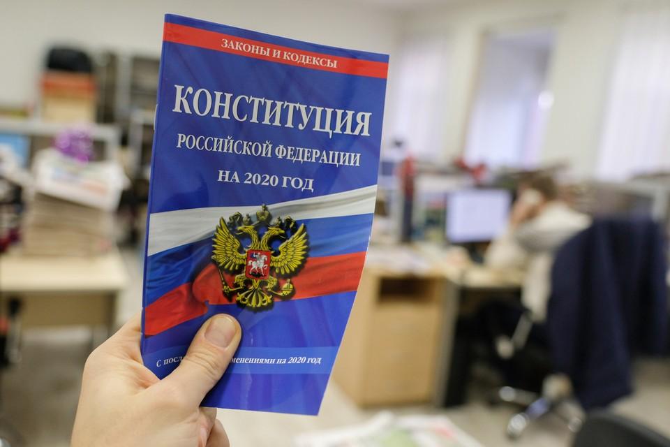 """Пресс-секретарь президента Дмитрий Песков пояснил журналистам - от появления Бога в Конституции """"государство свой светский характер не теряет"""""""