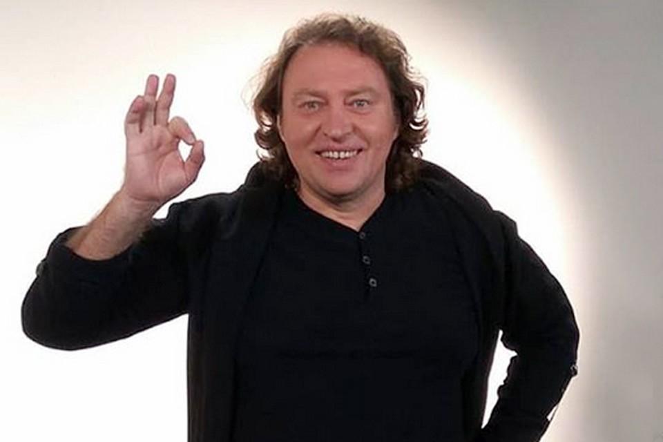 Отец Артема Вячеслав Быков – композитор, певец и исполнитель хита 90-х «любимая моя»