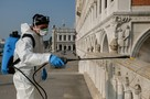 Коронавирус в Италии: Заводы бастуют, бомжей и проституток штрафуют