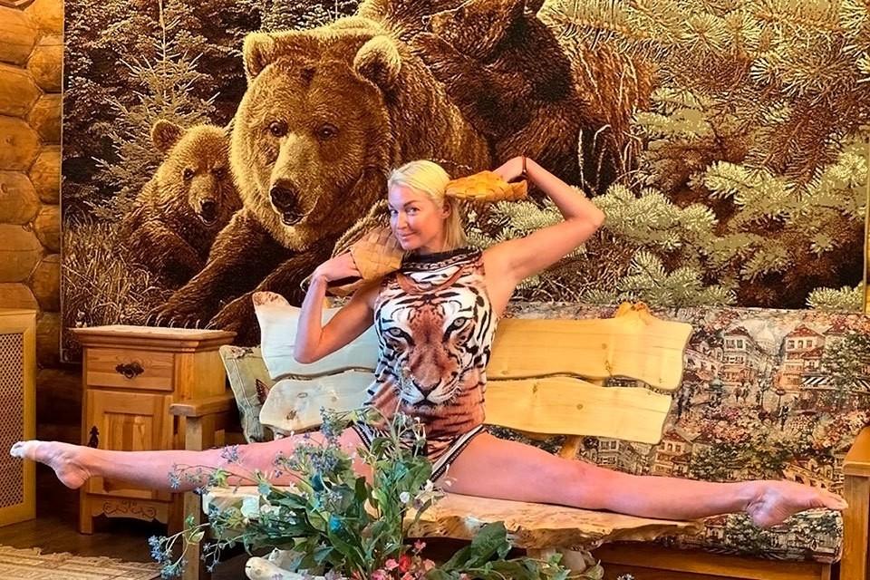 Анастасия Волочкова шокировала публику фото с вечеринки.
