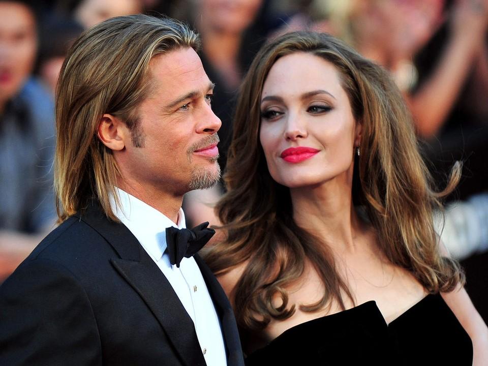По словам окружения актера, с тех пор, как Брэд расстался с Анджелиной Джоли, он ни с кем не встречается.