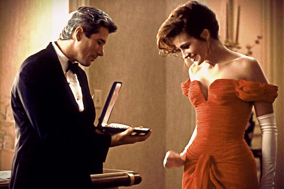 «Красотка» вышла на экраны в марте 1990 года. Сразу заняла первое место в списке самых кассовых картин уикенда