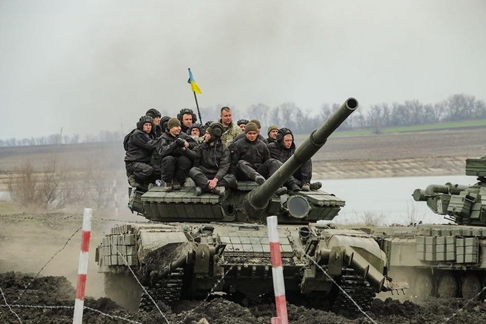 После коллективных поездок на «броне» вблизи передовой в Донбассе украинских военных тянет на откровенность в соцсетях. Фото: Пресс-центр штаба ООС
