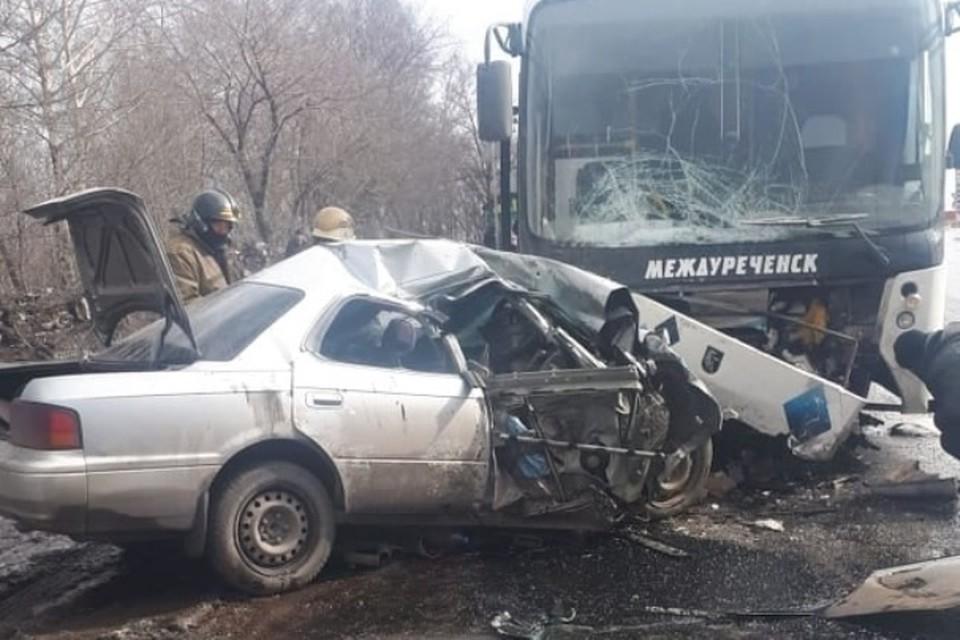 """Трое человек погибли в аварии с пассажирским автобусом в Кузбассе. Фото: """"Инцидент Барнаул""""/ vk.com"""