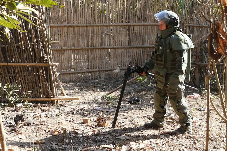 В ходе выполнения работ с октября 2019 года по март 2020-го российскими специалистами на территории свыше 10 гектаров было обнаружено и обезврежено более 830 взрывоопасных предметов. Фото: Марина Лысцева/ТАСС