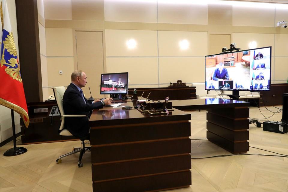 Владимир Путин провел в режиме видеоконференции совещание с полпредами президента. Фото: Михаил Климентьев/ТАСС