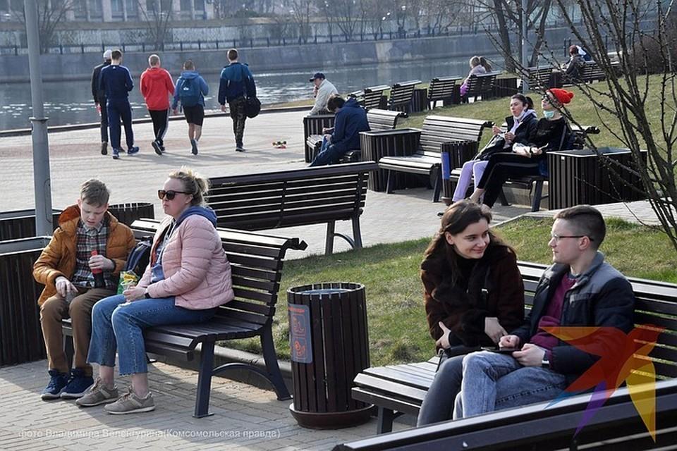 Воспользовавшись хорошей погодой, москвичи отправились гулять. А надо было сидеть дома.