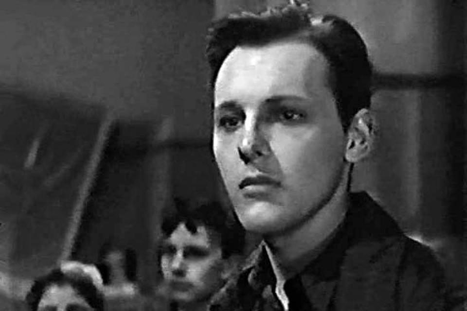 Доронин Константин Игоревич впервые появлялся на экране в кинокартине «Флаги на башнях», снятом по одноимённой повести.