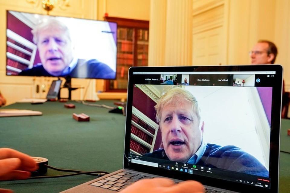 Премьер-министр Великобритании Борис Джонсон с 27 марта работал из дома