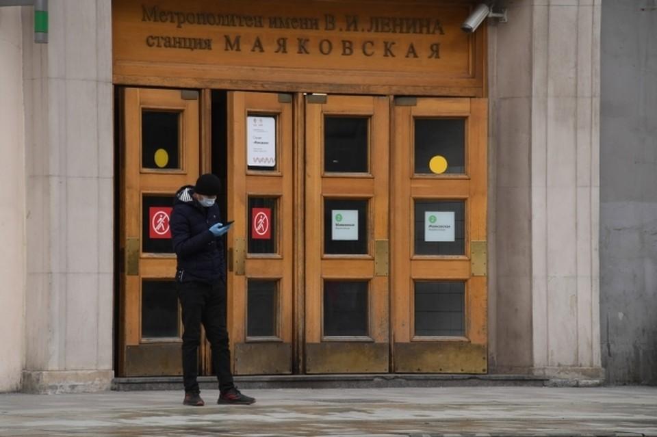 В московское метро с каждым днем спускается все меньше людей