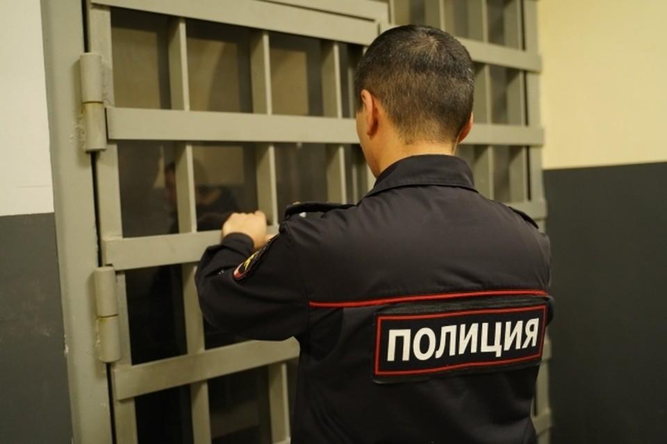 В настоящий момент правоохранители ищут грабителей.
