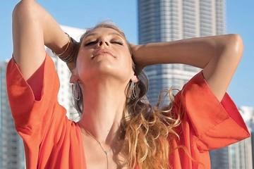 У поклонников перехватило дух от горячего видео Энрике Иглесиаса с красоткой