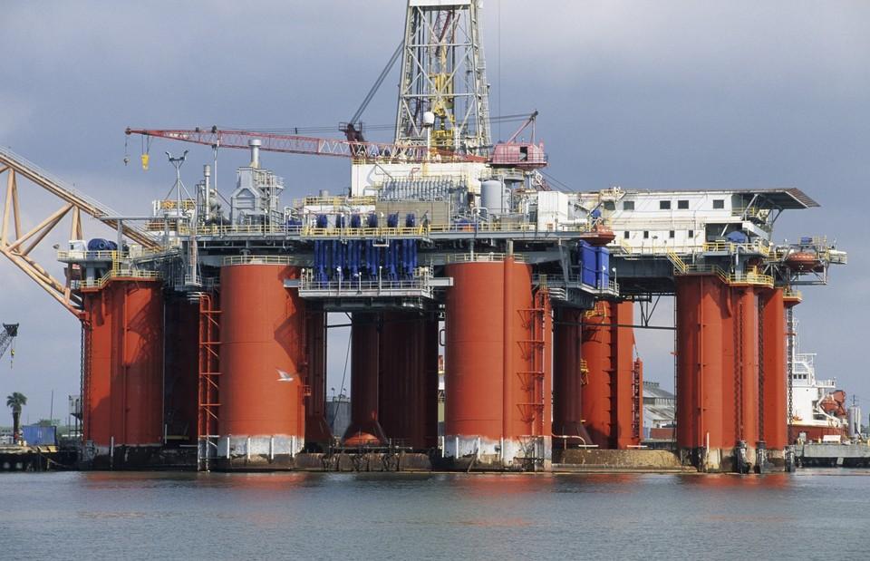 Платформа добычи нефти в водах Мексиканского залива в Галвестоне, Техас, США.