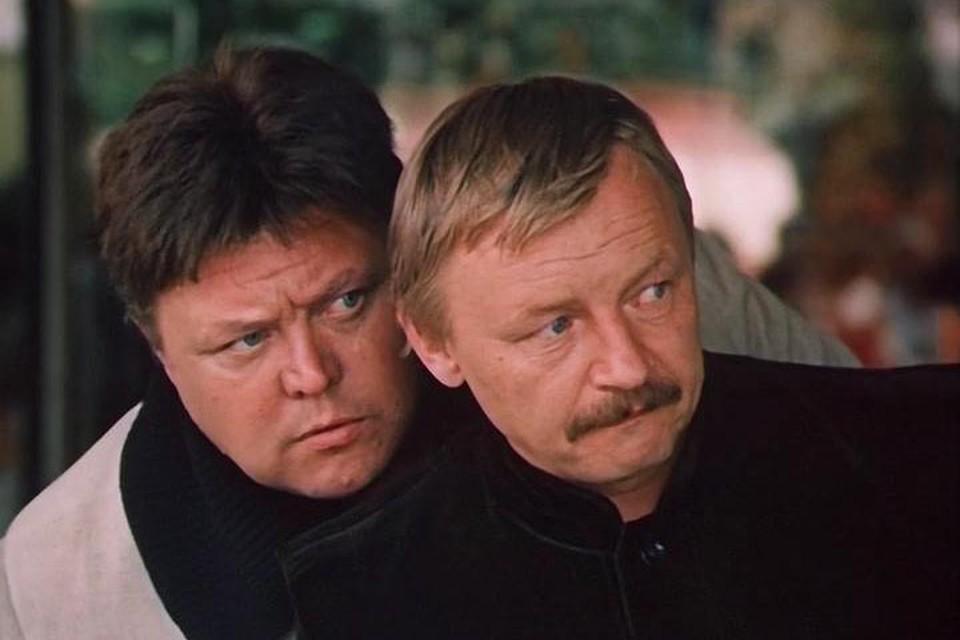 Михаил Кононов в сериале «Гостья из будущего» (в кадре с Вячеславом Невинным, слева)