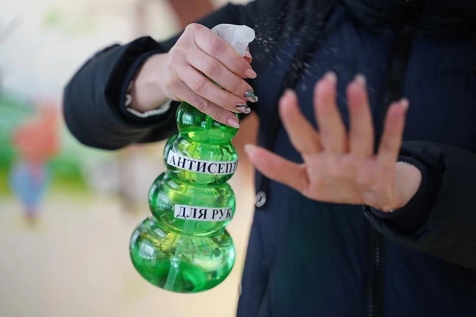 Сенатар предложил направить конфискованный алкоголь на производство антисептика