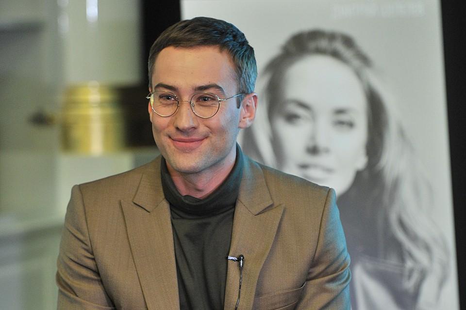"""Телеведущий давно заблокировал мальчику все контакты с """"неадекватными"""" родственниками"""